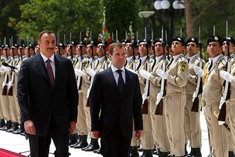 Д. Медведев встретился в Азербайджане с главой этого государства И. Алиевым.
