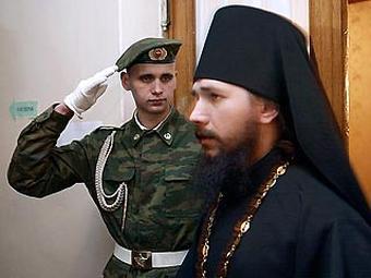 Православный крест на фоне триколора РФ