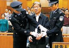Бывший начальник государственного управленияконтроля над продуктами питания и лекарственными средствамиКитая Чжэн Сяоюй.